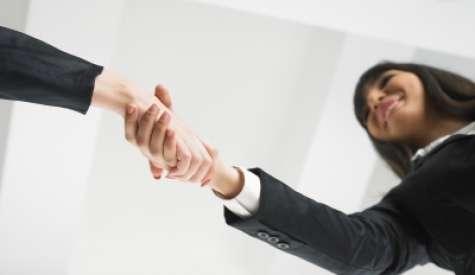Es  importante realizar las presentaciones oportunas en este tipo de situaciones poniendo especial atención en la presentación de aquellos compañeros con los que el trabajador realizará tareas de un modo directo.Foto:specialfinancegroup.com