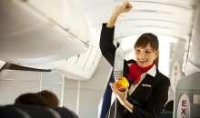 Recortes en el número de vuelos y fusiones de aerolíneas hace que las perspectivas de contratación de asistentes de vuelo no sean positivas en la próxima década. Foto:formasformacion.com