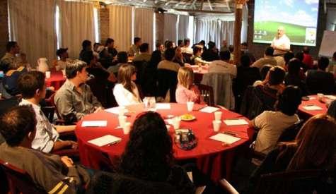 Una de las cosas más interesantes de los eventos corporativos es permitir el encuentro entre colegas que no se conocen personalmente. Foto:eventoscampestres.com.ar
