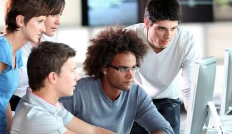 Un millennial valora el compromiso de las marcas y el valor agregado de las mismas. Foto:loyola.edu