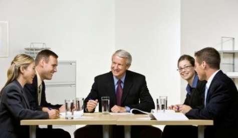 Mejorar la comunicación interna te permitirá aclarar el camino y caminar hacia objetivos concretos. Foto:zonaempresas.com