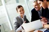 Para cuidar a los empelados es necesario mantener una buena comunicación en la empresa. Foto:bancaynegocios.com