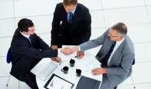 Una conversación de negocios puede surgir en cualquier momento, no tiene que ser una reunión organizada. Foto:seuntriunfador.com