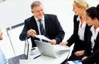 El trabajo de los directivos de una empresa multigeneracional es ayudar y facilitar que los empleados acepten que todos tienen distintas habilidades y destrezas que aportar para el éxito de la empresa. Foto:adecin.net