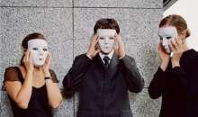 A nivel laboral, una persona puede boicotearse a sí misma a través del fenómeno conocido como síndrome del impostor. Foto:2.yimg.com