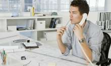 Permanecer sentado puede ser perjudicial para la salud y más si el empleado es sedentario. Foto:salud180.com