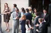 el networking tiene varios objetivos como contactar con potenciales clientes, establecer contacto con proveedores, la búsqueda de profesionales con talento. Foto:youmustbetrippin.com