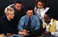 Para que el equipo marche correctamente, un buen administrador lo reunirá cada semana para conocer lo que piensan todos sus integrantes y escuchar sus sugerencias. Foto:talentosreunidos