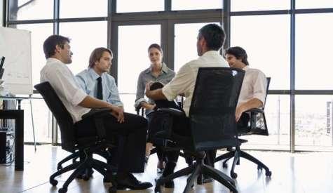 Hay que realizar una integración durante los primeros días en la empresa para que esa persona se asiente en la compañía y se familiarice. Foto:lavoztx.com