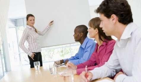 Las organizaciones que promueven el desarrollo de su personal lo hacen participar en diversos proyectos. Foto:La voz