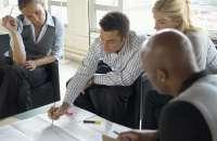 la forma en que el mundo corporativo ha intentado manejar la motivación de los empleados ha estado profundamente errada. Foto:lavoztx.com