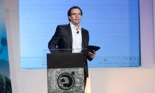 Pablo Belly dando una de sus conferencias   Credito: Televisa