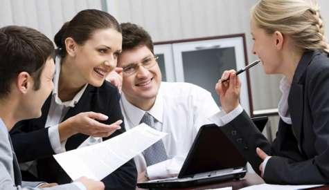 Las actitudes los de los mejores empleados pueden mejorar el rendimiento de sus compañeros de trabajo, según un estudio de la Universidad de Iowa. Foto:estudiacurso.com